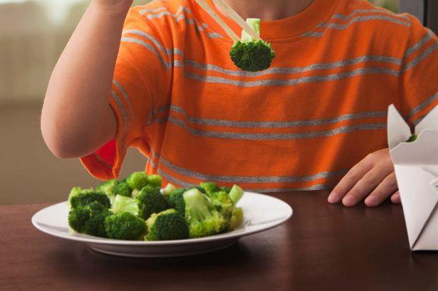boy-eating-broccoli