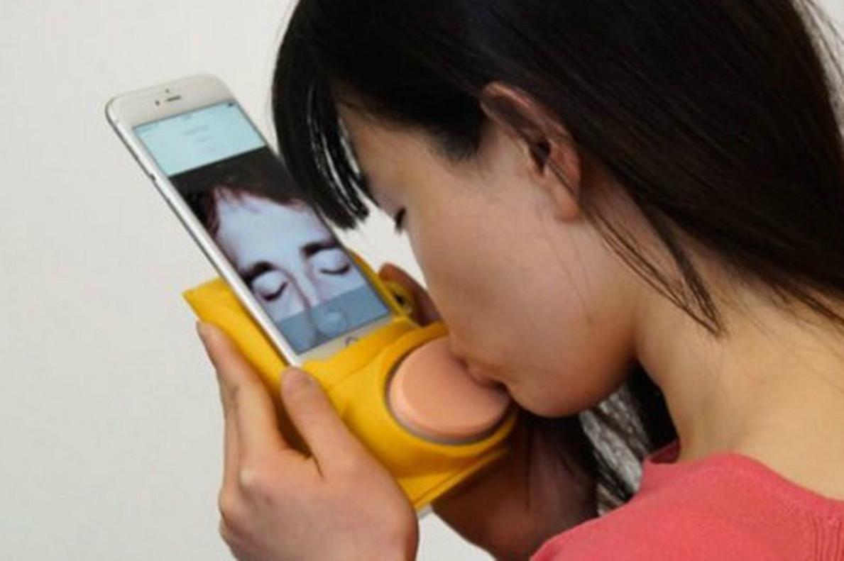 El móvil ya permite hasta besar en tiempo real
